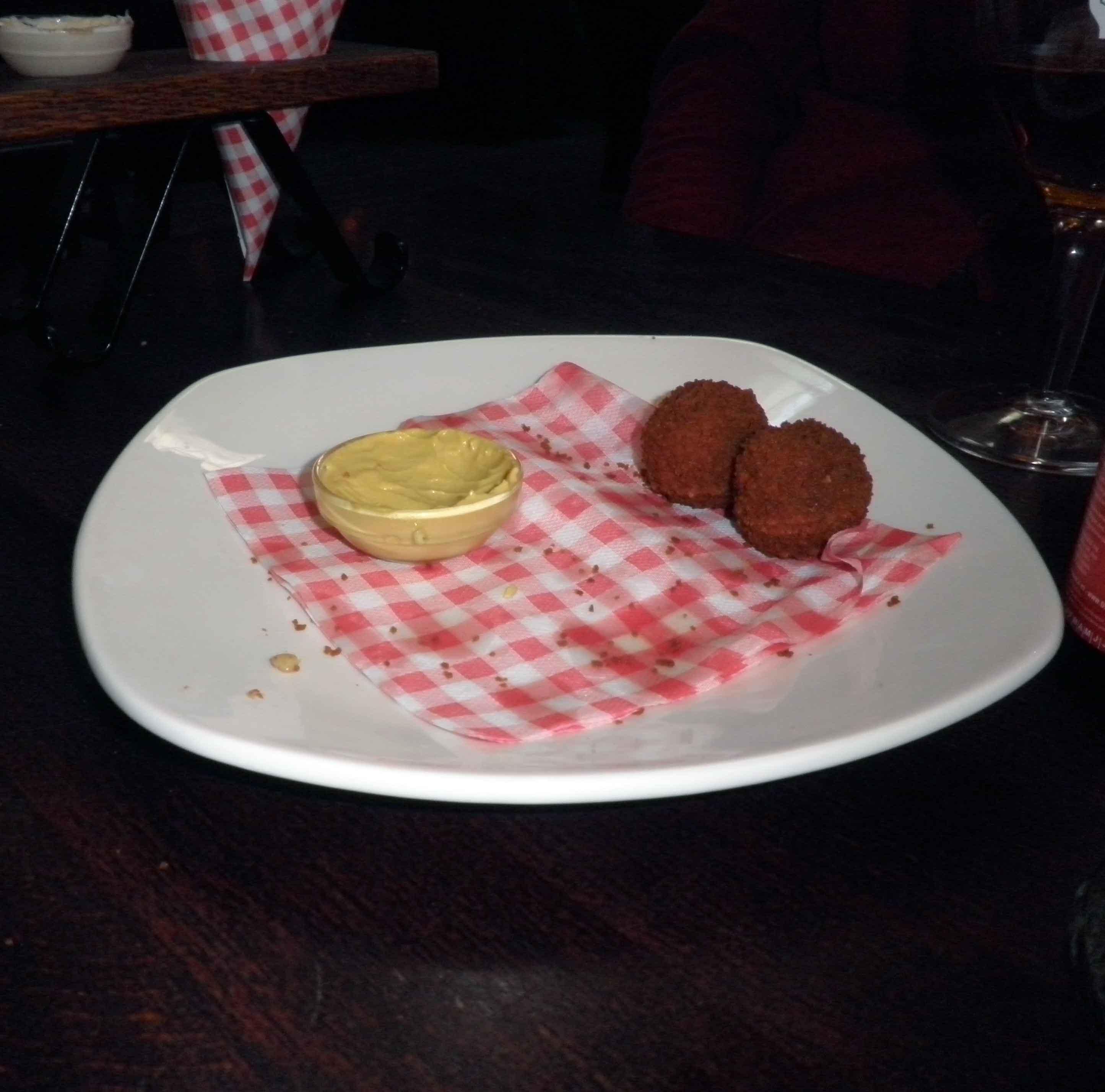 cibo-da-strada-olandese-bitterballen