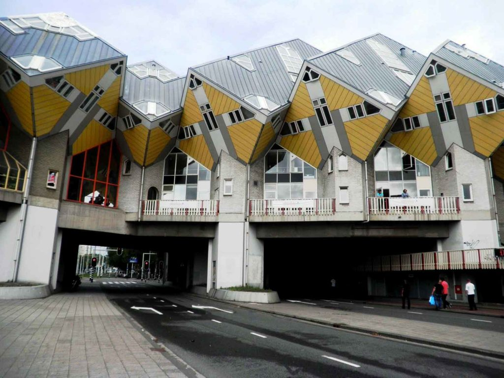 Rotterdam un itinerario a piedi di architettura for Piccole case di architettura moderna