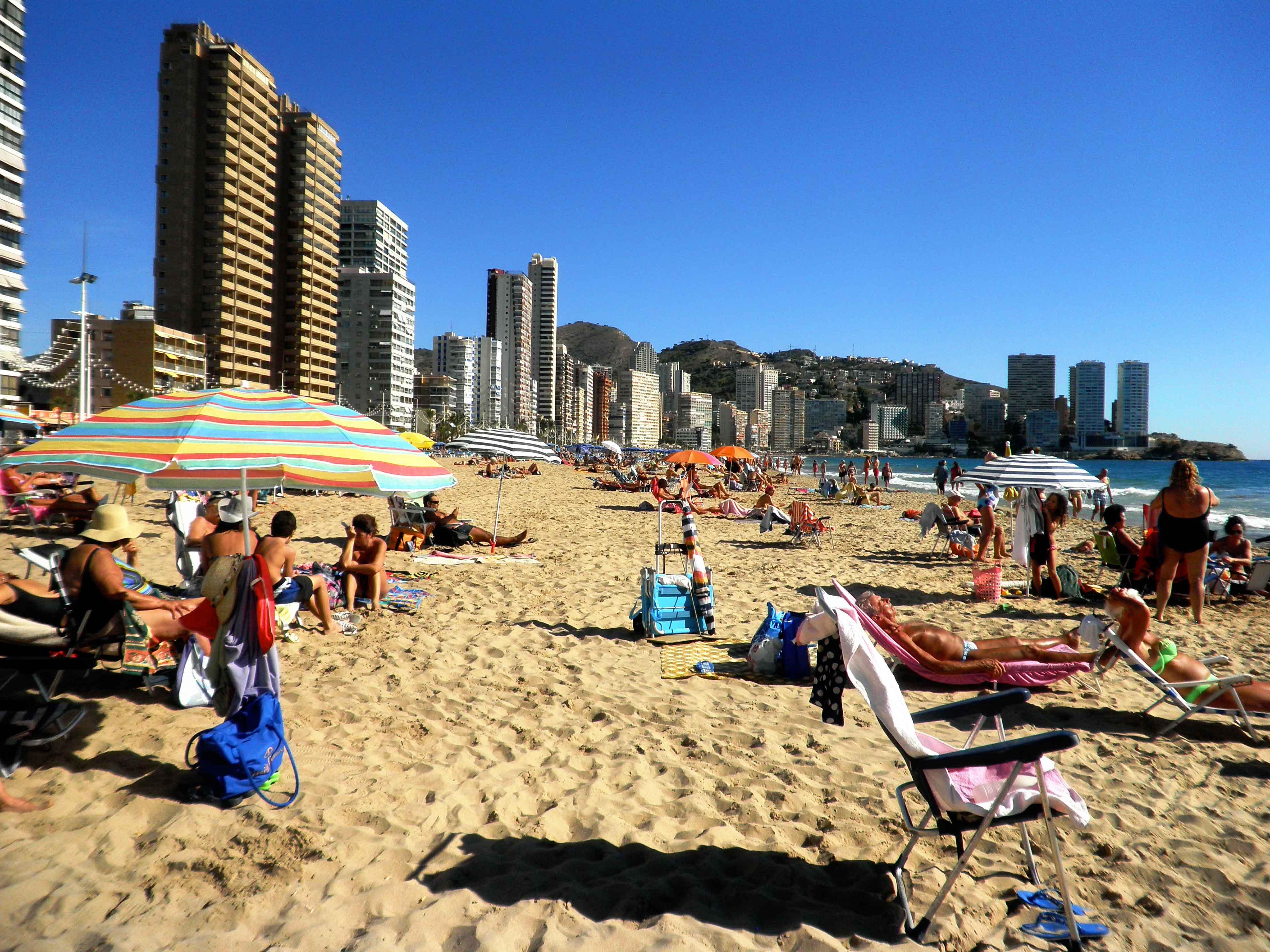Tanti buoni motivi per fare una vacanza a benidorm for Spiaggia malvarrosa valencia