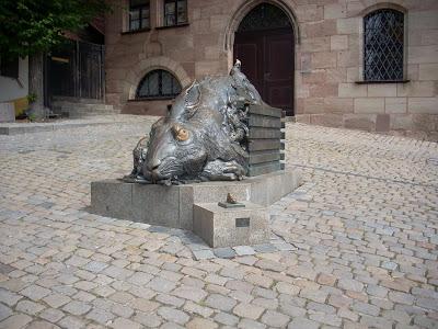norimberga statua coniglio