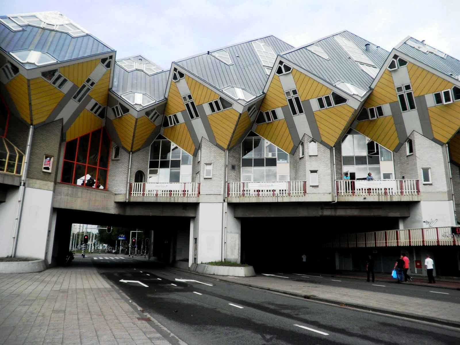 Rotterdam un itinerario a piedi di architettura for Architettura contemporanea barcellona