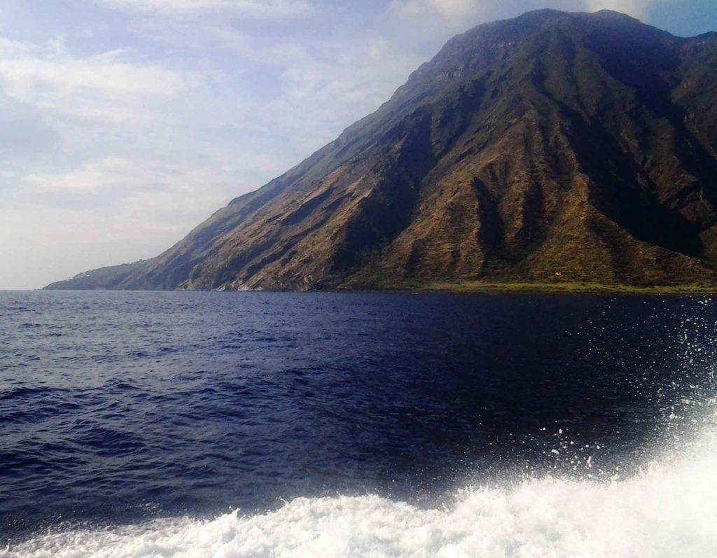 escursione in barca alla sciara del fuoco