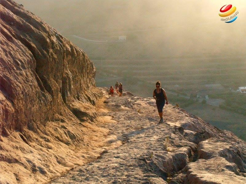 trekking per la scalata al cratere