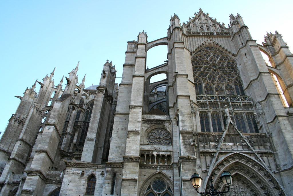 facciata di una delle chiese medievali di caen