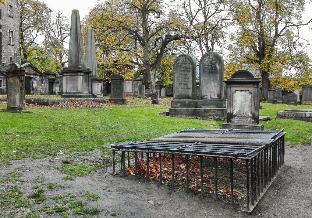 i mortsafes sopra alle tombe