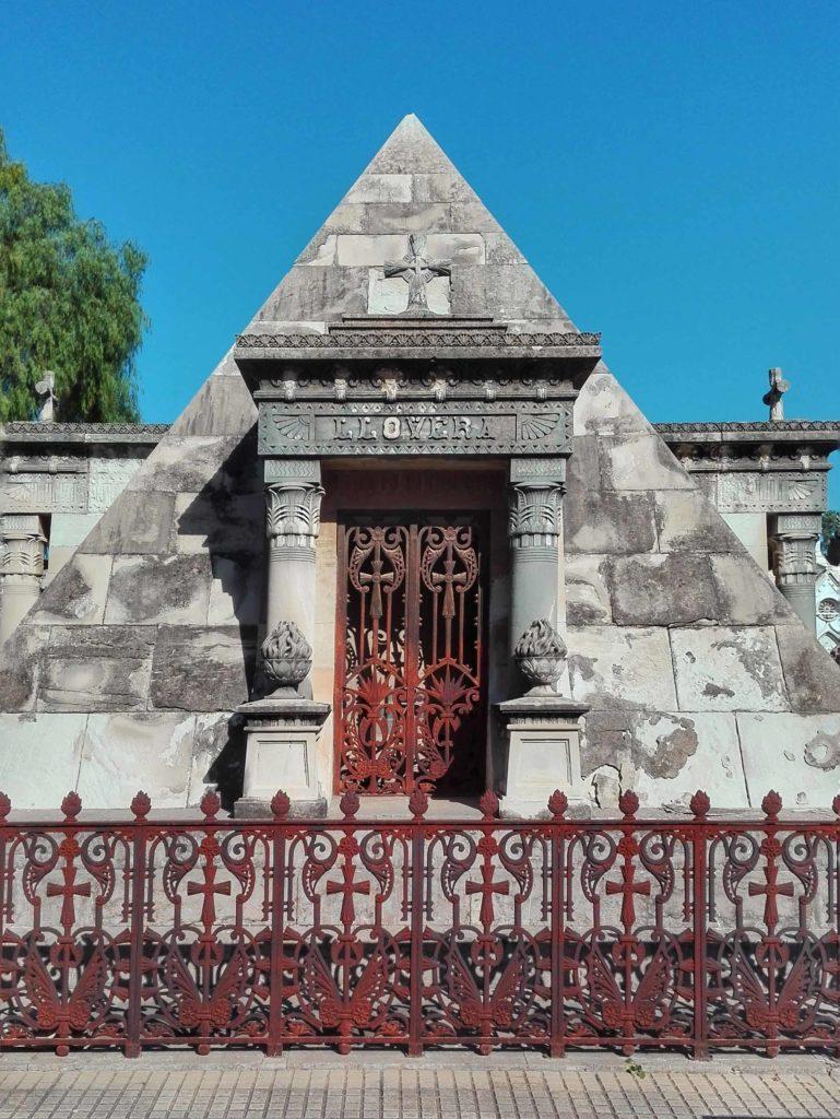 cappelle funebre a forma di piramide