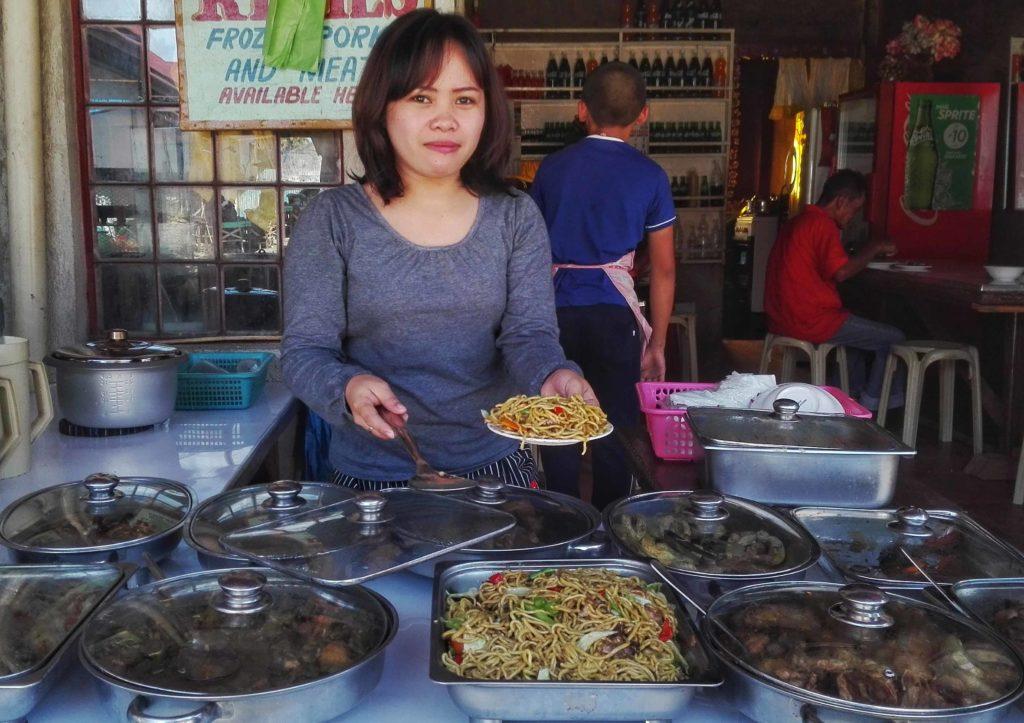 cibo locale al mercato filippino